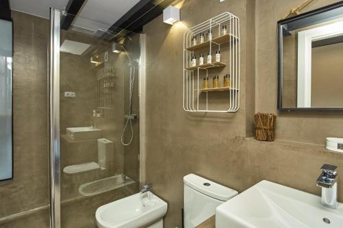 Urban District Apartments-Vintage Suites & Loft photo 59