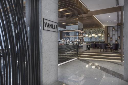 Al Bandar Rotana photo 98