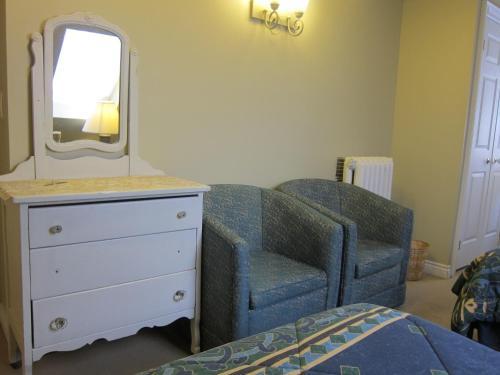 Bonnevue Manor Bed & Breakfast - Toronto, ON M6K 3B3