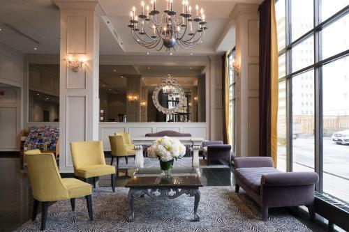 Best Western Roehampton Hotel & Suites Photo