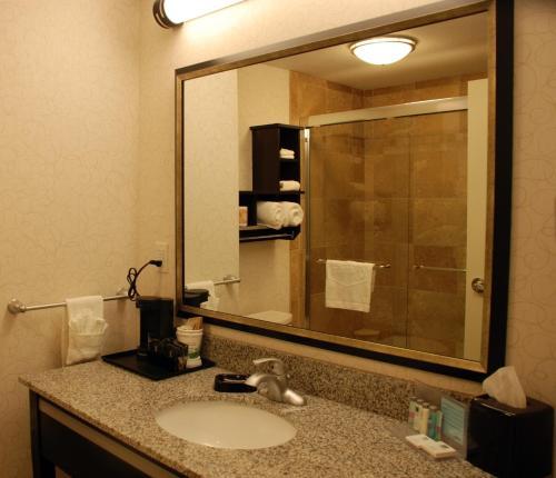 Hampton Inn & Suites by Hilton Lethbridge Photo