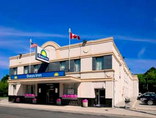 Days Inn Toronto East Beaches photo 2