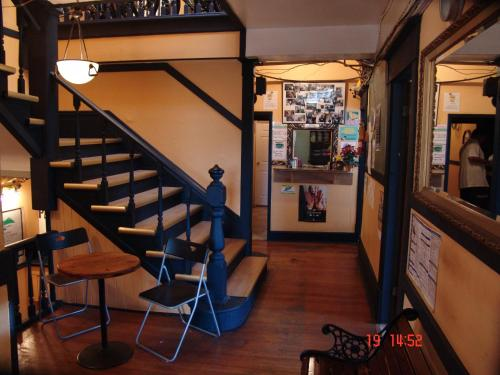 C&n Backpackers Hostel Vancouver - Vancouver, BC V6A 2V8