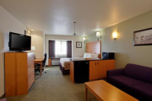 La Quinta Inn & Suites Tulare Photo