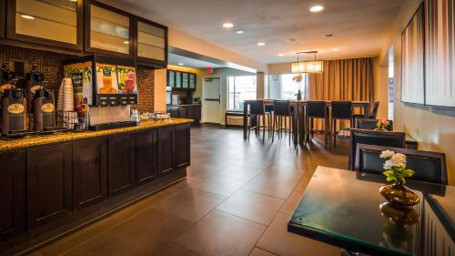 Best Western Plus Rancho Cordova Inn Photo