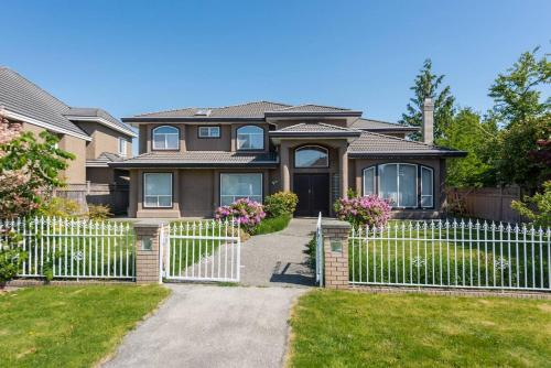 Leisure Guesthouse - Richmond, BC V7A 3T7