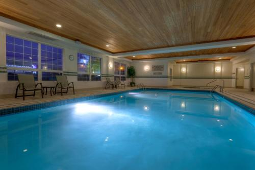 Country Inn & Suites by Radisson, Calgary-Airport, AB Photo