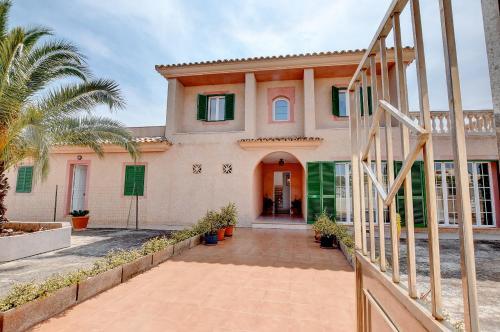 Villa East