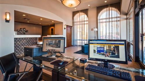 Best Western Plus Executive Inn & Suites Photo