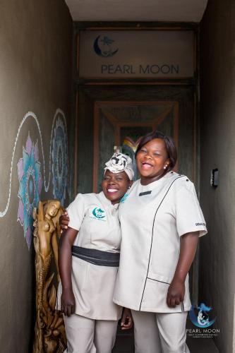Pearl Moon Boutique Suites Photo