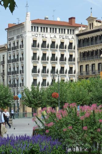 Plaza del Castillo, 1, 31001 Pamplona, Navarra, Spain.