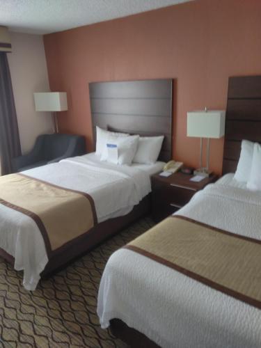 Baymont Inn & Suites Madison Heights Detroit Area Photo