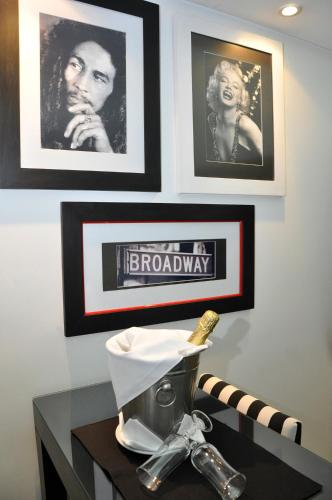 Broadway Hotel & Suites Photo
