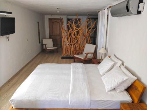 Zephyros Hotel, Mesudiye