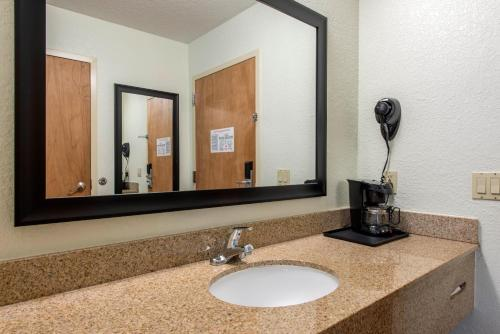 Quality Inn & Suites photo 41