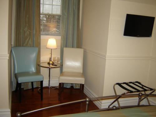 Cape House Bed And Breakfast - Niagara On The Lake, ON L0S 1J0
