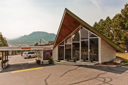 Coyote Mountain Lodge Photo
