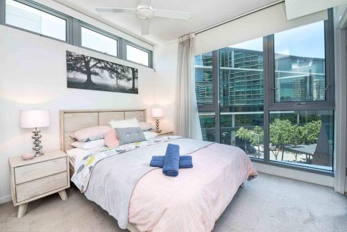 Trendy Waterside Resort-Style Apartment w Pool