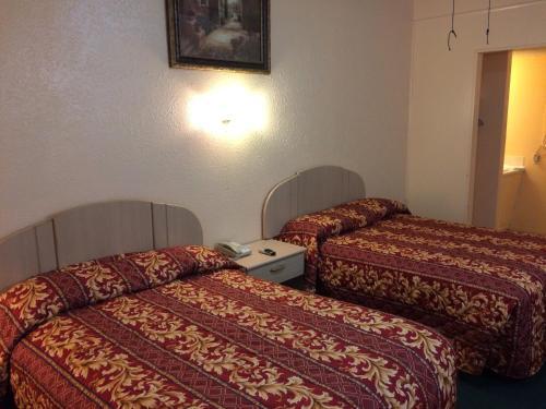 Relax Inn Goldthwaite Photo