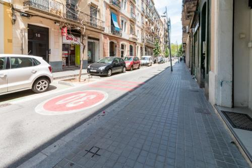 Fantastic 2 bed in the heart of Poble Sec photo 3