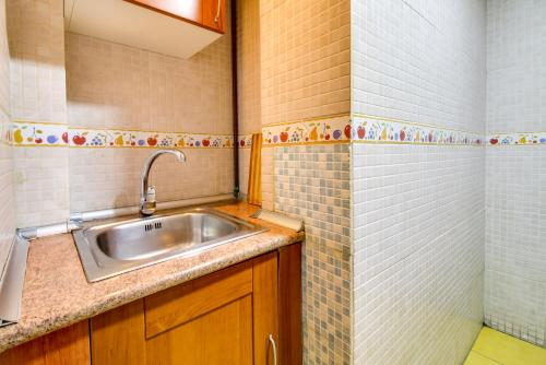 Fantastic 2 bed in the heart of Poble Sec photo 20