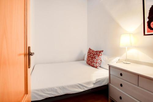 Fantastic 2 bed in the heart of Poble Sec photo 23