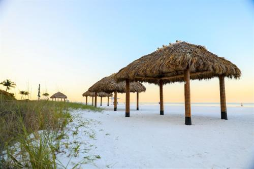 Pink Shell Beach Resort & Marina Photo