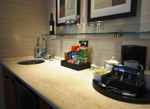 Cambridge Suites Toronto - Toronto, ON M5C 1N2