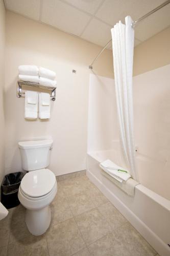 Boulders Inn & Suites Clarinda - Clarinda, IA 51632