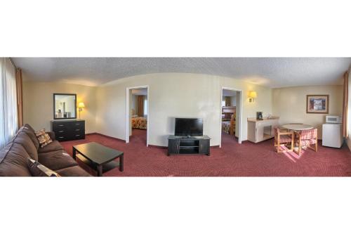 Relax Inn & Suites El Cajon - El Cajon, CA 92020