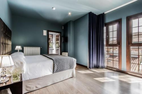 Standard Double Room Pamplona Catedral Hotel 16
