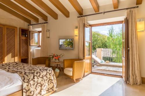Habitación Doble Deluxe con balcón Castell Son Claret 20