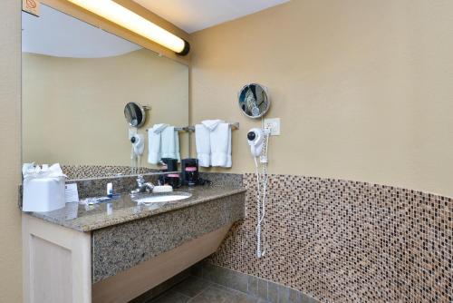 Best Western Royal Sun Inn & Suites Photo