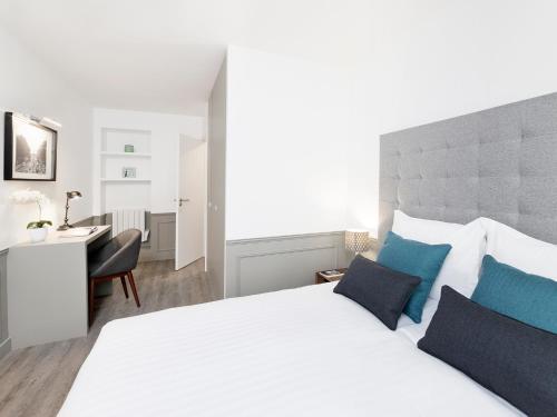 Luxury 3 Bedroom Le Marais photo 26