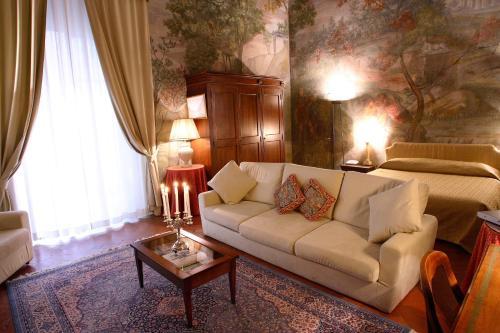Borgo San Frediano 5, Florence, 50124, Italy.