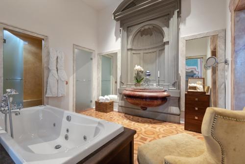 Via Del Salviatino 21, Florence, 50137, Italy.