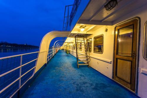 Boat Hotel Fortuna photo 43