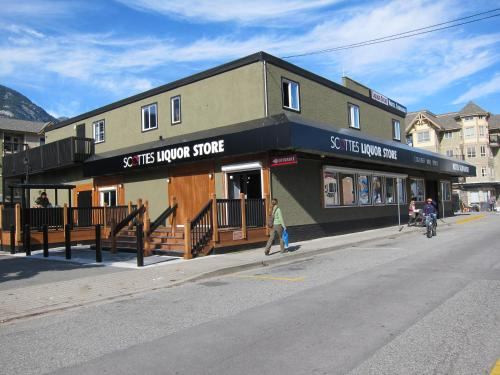 Hotel Squamish - Squamish, BC V8B 0A8