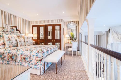 Milestone Hotel Kensington photo 82