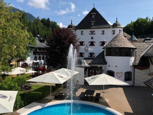 Kasteel-overnachting met je hond in Mira Hotel Schloss Rosenegg - Fieberbrunn