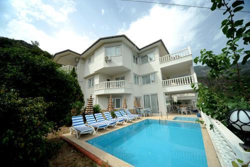 Alanya Alanya Lüks Beyaz Villa 1 tek gece fiyat