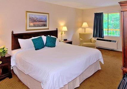 Econo Lodge Inn & Suites At Fort Benning - Columbus, GA 31903