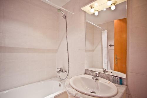 Ramblas Apartments photo 36