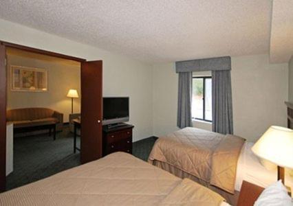 Comfort Inn & Suites Robins Air Force Base Photo