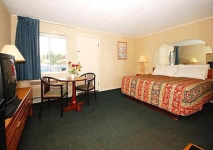 Econo Lodge East Hartford - East Hartford, CT 06108