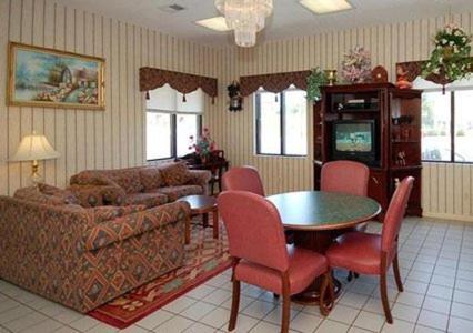 Relax Inn Milledgeville - Milledgeville, GA 31061