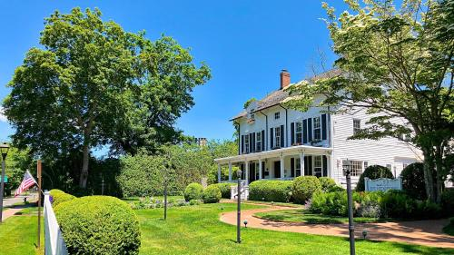 Hotels Airbnb Vacation Als In East Hampton New York State Usa Trip101