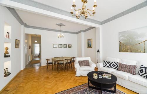 Istanbul Cihangir - Beautiful 2 Bedroom High Ceiling Home tatil