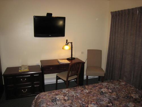 Johnny's Motel - Grand Forks, BC V0H 1H0