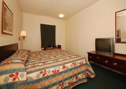 Econo Lodge Inn & Suites Granite City Photo
